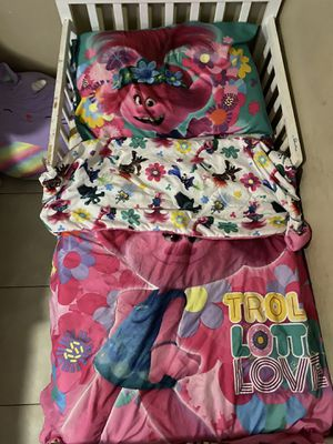 Toddler bed w/ Trolls sheets and blanket (No Frame) for Sale in Phoenix, AZ