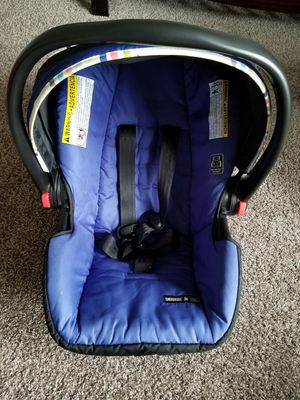 Graco Infant car seat and canopy cover for Sale in Rapid City, SD
