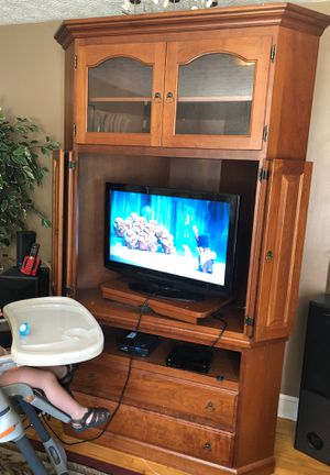 Nice tv stand and desk for Sale in Columbus, OH
