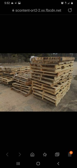 20+ FREE WOODEN PALLETS ALL SIZES for Sale in Chicago, IL