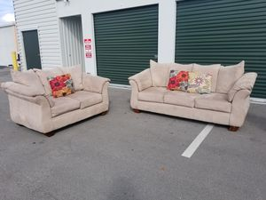 Rooms To Go Couch & Loveseat. for Sale in Port St. Lucie, FL