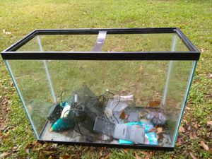 30 gallon fish tank with extras only 30.00 for Sale in College Park, GA