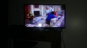 32 INCH ELEMENT flat screen t v and Panasonic blue ray 3 d movie player for Sale in Victoria, TX