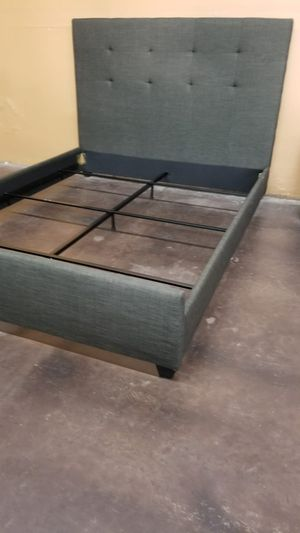 Queen size grey upholstered bed for Sale in Sacramento, CA