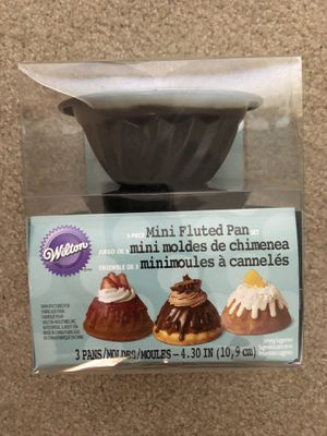 WILTON Mini Fluted Pan set of 3, new in original packaging for Sale in Tampa, FL