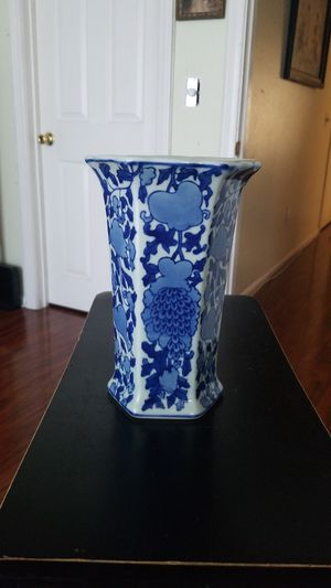 "Great Qing Dynasty Qianlong Period"" ( 1736 _ 1795 ). Blue and white vase. from later date. for Sale for sale  Lakewood, CA"
