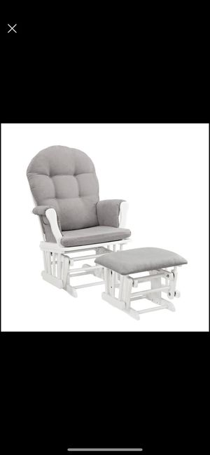 new Angel Line Windsor Glider and Ottoman, White Finish and Gray Cushion for Sale in Chicago, IL