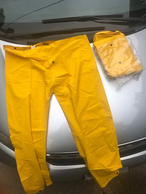 Rain suit never been worn size large for Sale in St. Louis, MO