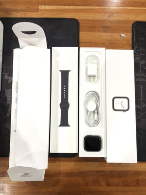 Apple Watch Series 4 44mm GPS in BOX -Excellent Condition -Fully Functional!! for Sale in Elmhurst, IL