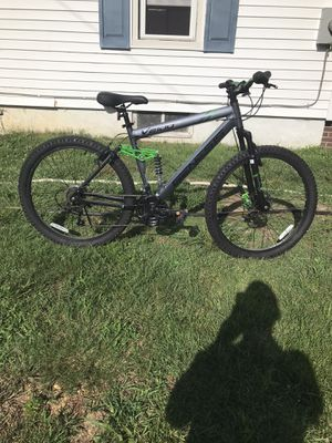 26 inch Genesis V2100 mountain bike for Sale in Monroeville, NJ