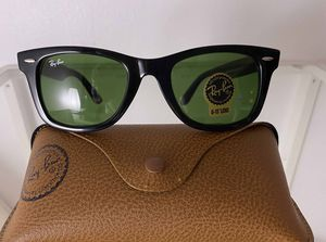 Brand New Authentic Wayfarer Sunglasses for Sale in Bakersfield, CA