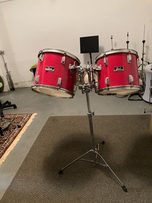 PEARL TOM TOMS WITH STAND for Sale in Norwalk, CT