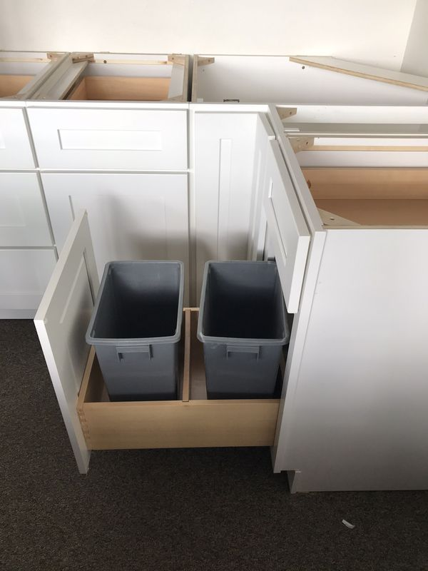 White shaker kitchen cabinets for Sale in Tacoma, WA - OfferUp