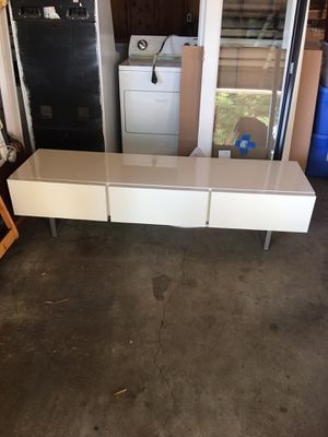 White media console table for Sale in Snohomish, WA