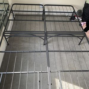 Bed Frame Metal Smartbase Queen Or 2 Twin Size for Sale in Queens, NY