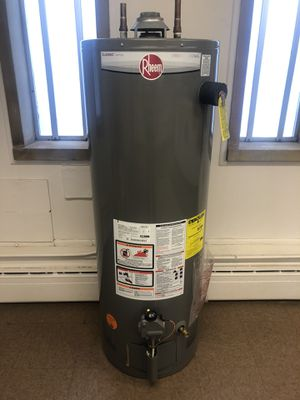 40 gallons tall water heater for Sale in Lakewood, OH