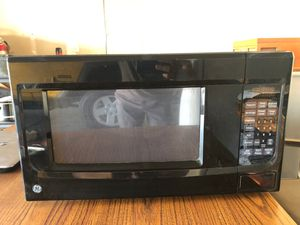 GE 1.4 cu. ft. 11 Watts Countertop Microwave Oven with 10 Power Levels for Sale in Fresno, CA
