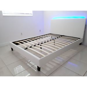 Queen size bed frame new in the box and free delivery and free set up Nuevo en la caja cama queen y Entrega gratis. y instalacion gratis for Sale in Miami, FL