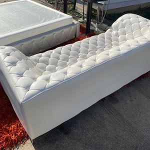 All White Leather Couch Good Condition ! I Can Deliver! for Sale in Dallas, TX