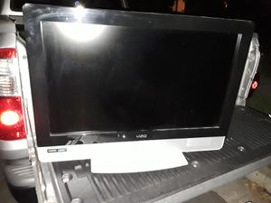 VIZIO TV with Universal remote plus free HDMI cable for Sale in Richmond, CA