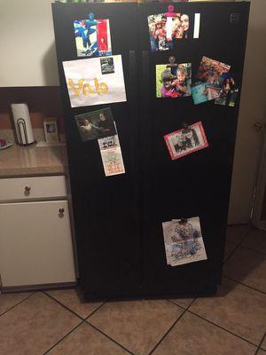 Black double door fridge for Sale in Orlando, FL