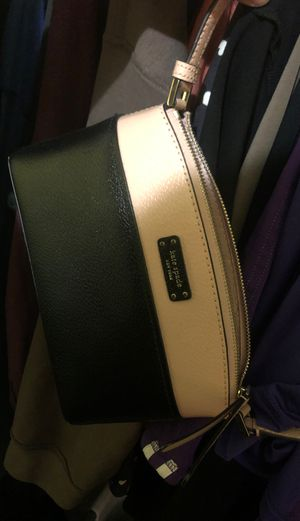 Kate spade cross body black and pink for Sale in Las Vegas, NV
