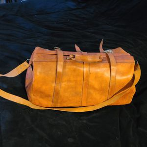 Beautiful Large duffle bag Genuine Leather Made in Mexico for Sale in Houston, TX