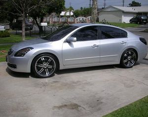 2OO8 Nissan Altima price $1000 for Sale in Hollywood, FL