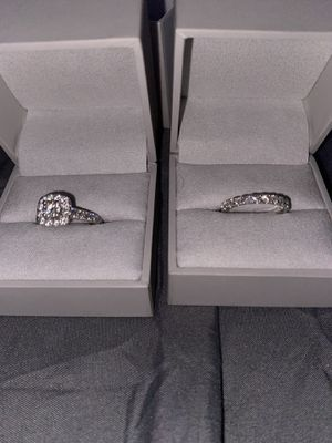 Engagement ring and wedding band set for Sale in Sumner, WA
