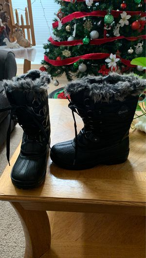 Size 4 girl snow boots like new !!! for Sale in Lake in the Hills, IL