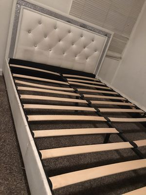 Bed frame FULL size for Sale in Fresno, CA
