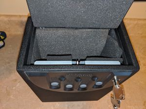 Small Safe. Key or Code Control. Immaculate Condition for Sale in Orient, OH