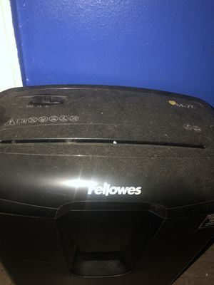 Fellowes Shredder For Sale 50$ for Sale in Brooklyn, NY