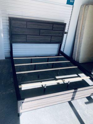 Modern king size bed frame like new for Sale in Las Vegas, NV