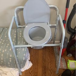 Bedside Commode Basically Brand New for Sale in Newark,  NJ