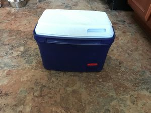 Small Rubbermaid cooler for Sale in Harrisonburg, VA
