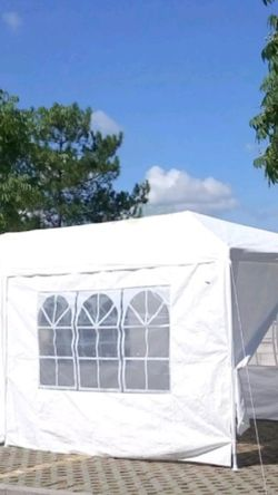 BRAND NEW CANAPI TENT 10X20 COMES WITH 6 WALLS STILL IN THE BOX,NEVER BEEN OPEN for Sale in Los Angeles,  CA