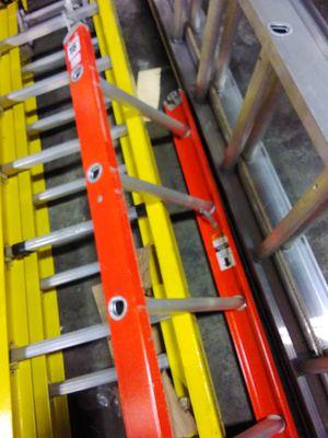 16ft Fiberglass Step Ladder for Sale in Atlanta, GA