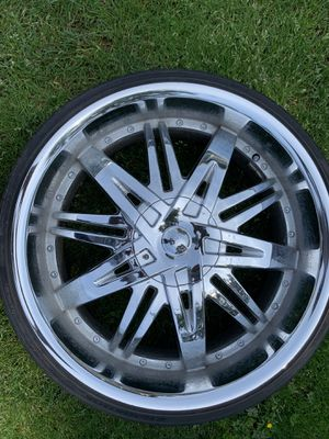 "22"" CHROME RIMS WITH TIRES (5 LUG) for Sale in Kirkland, WA"