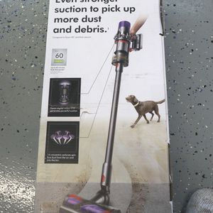 dyson cyclone v10 vacuum for Sale in Humble, TX