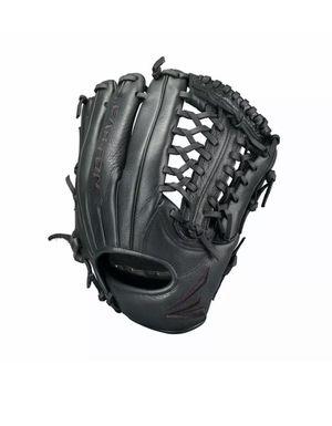 Easton 11.75 Baseball Glove for Sale in Hialeah, FL