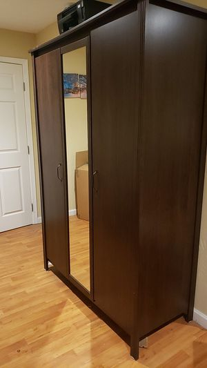 Dresser, with two areas and a mirror. for Sale in San Diego, CA