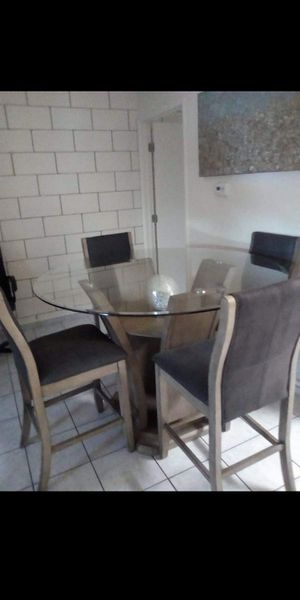 Kitchen Table w/ 4 Bar Stool Chairs for Sale in La Mesa, CA