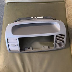 2002 - 2006 TOYOTA CAMRY CENTER CLUSTER CLOCK VENT BEZEL TRIM GRAY OEM for Sale in Long Beach, CA