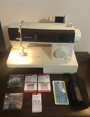 Singer sewing machine for Sale in Palm Bay, FL