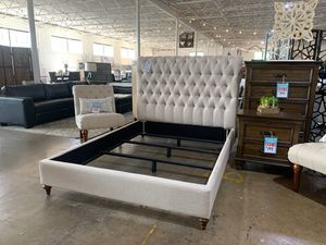 Queen tufted bed frame for Sale in Dallas, TX