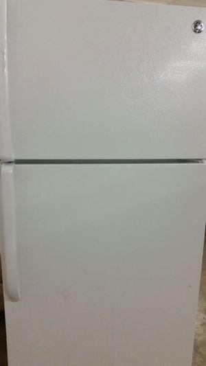 Refrigerator top freezer like new 4 months warranty for Sale in Springfield, VA