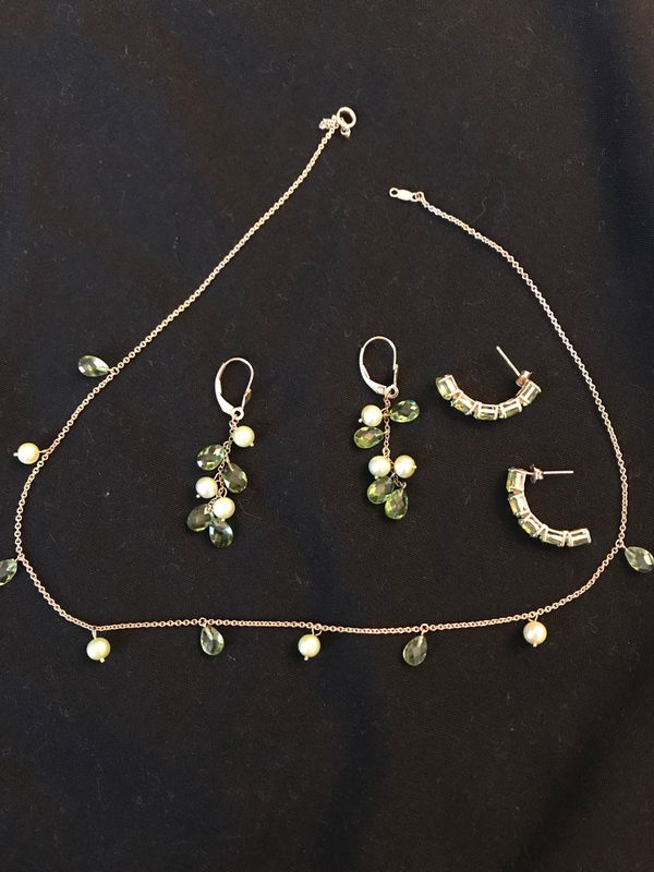 August green 10k gold with matching earrings