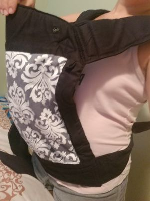 Baby sash carrier for Sale in Port St. Lucie, FL