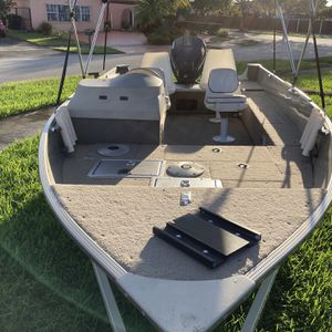 "Alumacraft Navigator 16"" 5 es With Trailer And Evinrude 90 Hp Good Compression All Papers In Hand Kendall Lakes Area for Sale in Miami, FL"